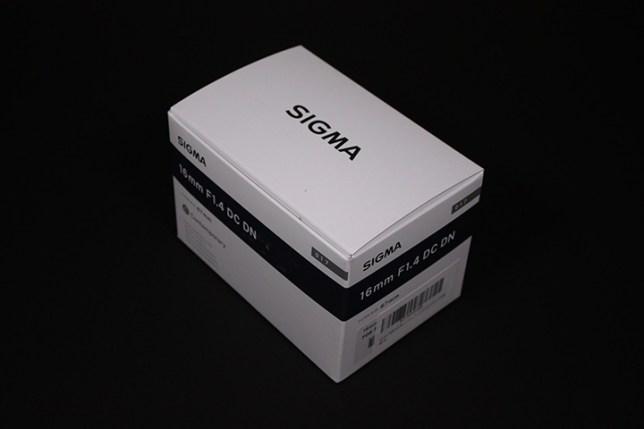 SIGMA 16mm F1.4 DC DN   Contemporary 箱
