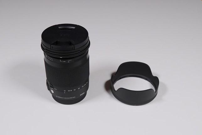 SIGMA 18-300mm F3.5-6.3 DC MACRO-レンズとフード