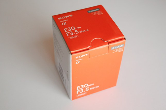 SONY E30mm F3.5 Macro 箱