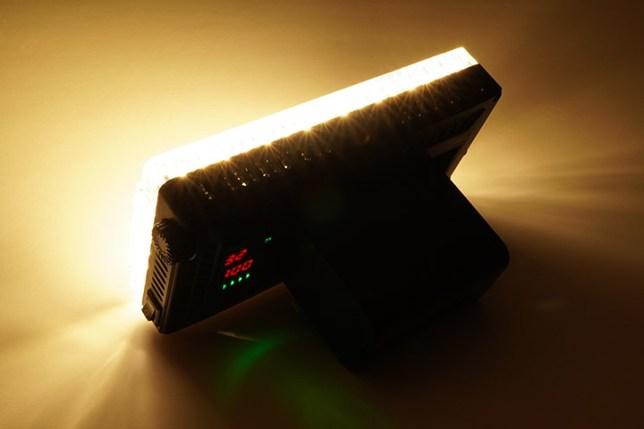 Aputure Amaran AL-F7 3200-9500K LEDライト-100%の出力 3200K 後ろから