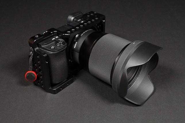 α6400 + NICEYRIG  Sony α6000シリーズ用アルミカメラケージ + SIGMA 16mm
