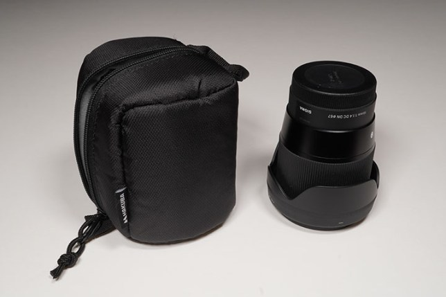 HAKUBA SOFT LENS POUCH 90-100 + SIGMA 16mm F1.4