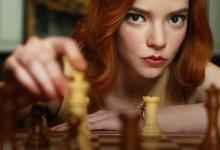 Photo of Fenomen global. The Queen's Gambit, filmul cu șahista genială i-a înnebunit pe toți. Lumea a rupt eBay-ul, vânzări record la tablele de șah, semn că în orice om trăiește un șahist ascuns