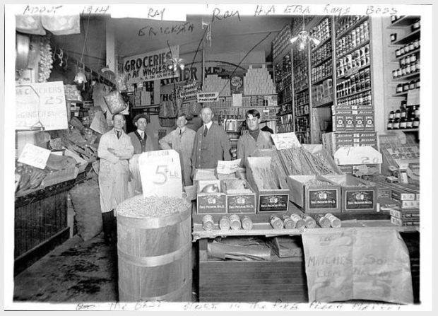 Herman Eba's Pike Place Market store in 1914 (UW Digital Collections)