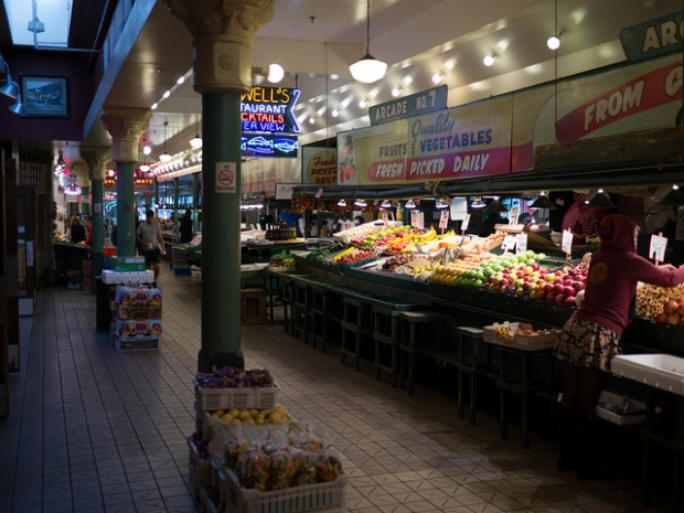 Earl Eba's fruit stand in Pike Place Market (Photo by author Pike Place Market)