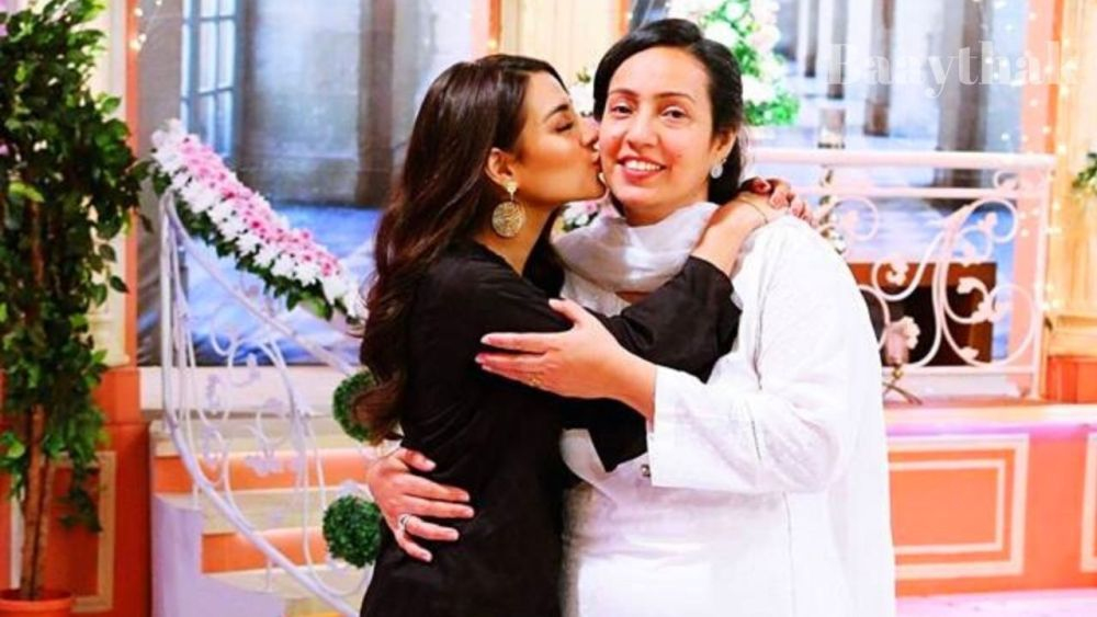 Iqra Aziz with her Mother - Baaythak