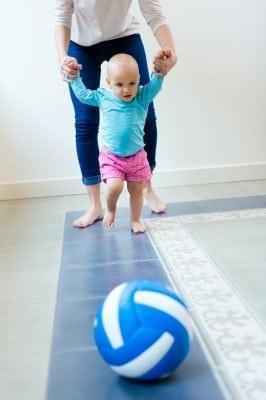 Állás, járás: 10-18 hónap