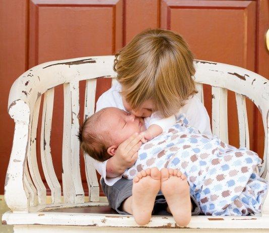 Segítség, a kisbaba hazajön! - 3 tipp a nagyobb tesók számára
