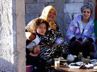 Latifa z mamą i córką