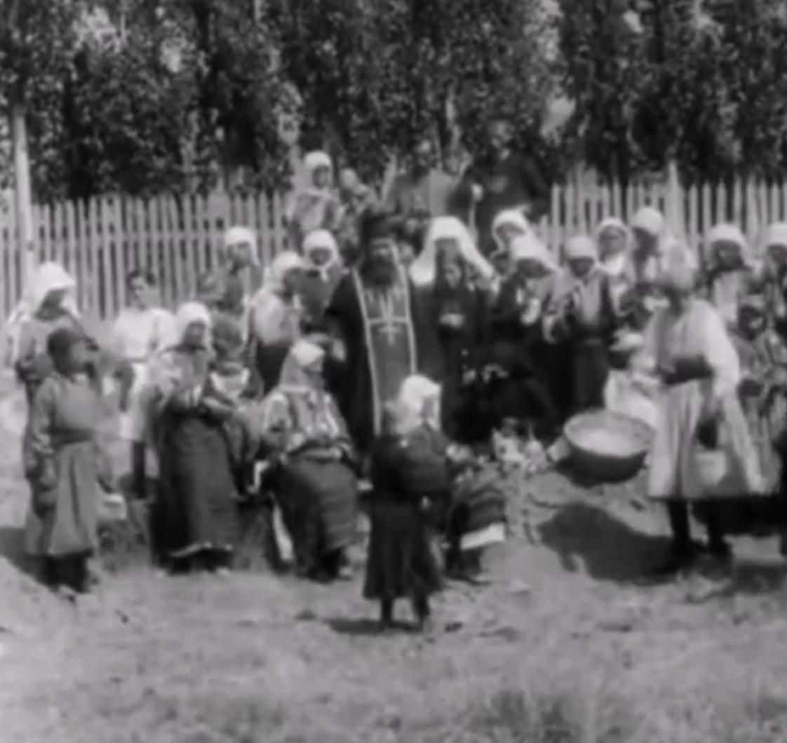 Задушница во Битола, видео од Браќа Манаки снимано пред 100-тина години