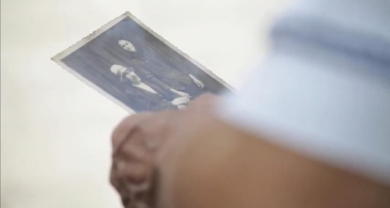 """""""СТУДИЈА НА СЛУЧАЈ: БРАЌА МАНАКИ"""" документарен филм на Елиза Здру каде како аудио снимка се слуша гласот на Милтон Манаки"""