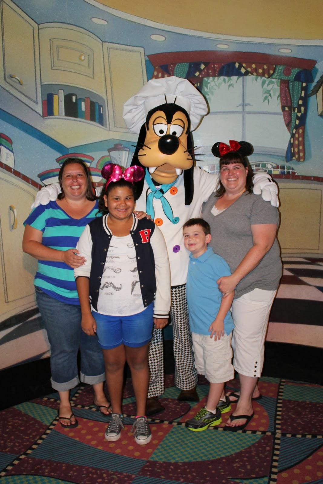 Make Your Disneyland Resort Dining Reservations Online