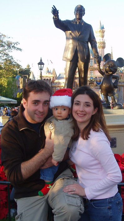 10 perfect places to take holiday photos at Disneyland Park