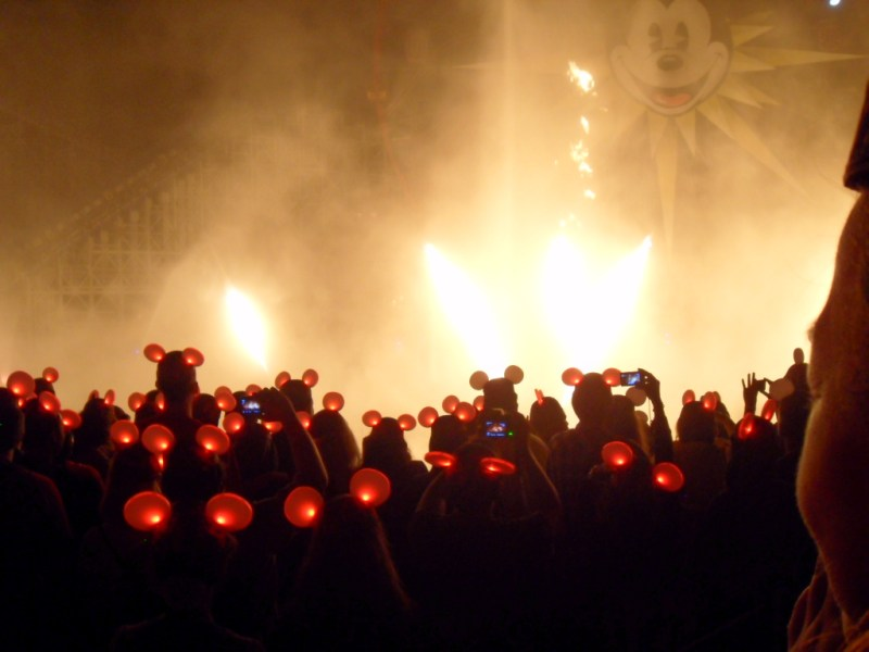 10 Ways to Maximize Your Annual Pass | Glow with the Show World of Color
