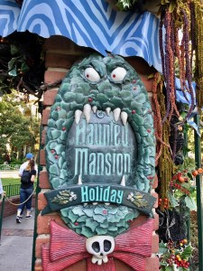 Haunted Mansion Holiday Sign (1)