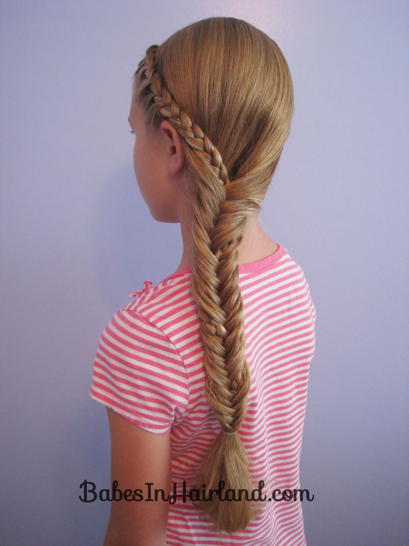fish bone hair style half braid into a fishbone in hairland 2131