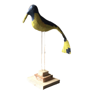 Sir James de statige papiermache vogel op stok