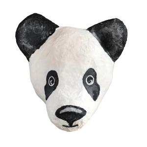 papiermache panda genaamd kung fu