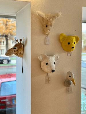 dieren van papiermache bij cocomat
