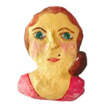 papiermache dame met een schoonheidssproet