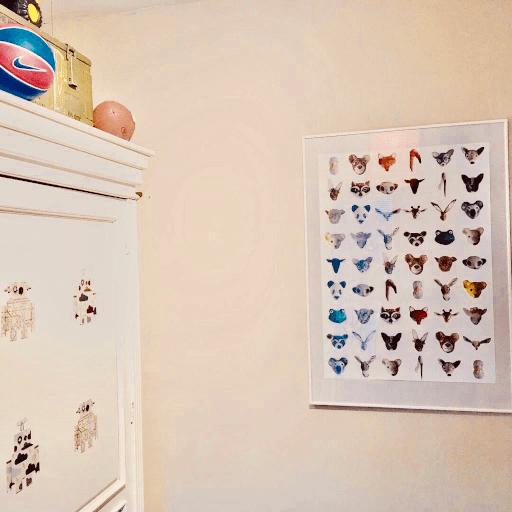 poster van de dierenkoppen door Babette gemaakt in een kinderkamer