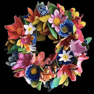 bloemenkrans gemaakt van eierdozen beschilderd met acryl diverse kleuren