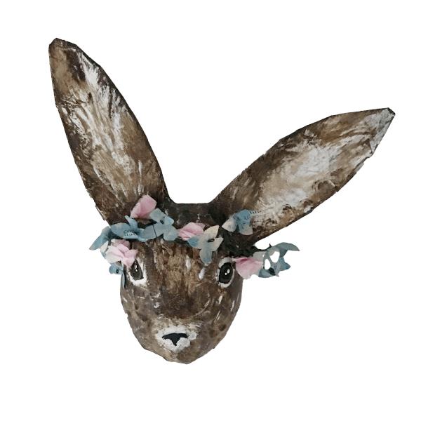 paashaasje met hortensia bloemkrans