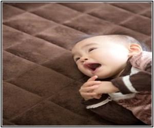 赤ちゃん、便秘、マッサージ、体操、画像