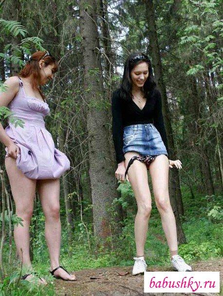 Сучки писающие в лесу
