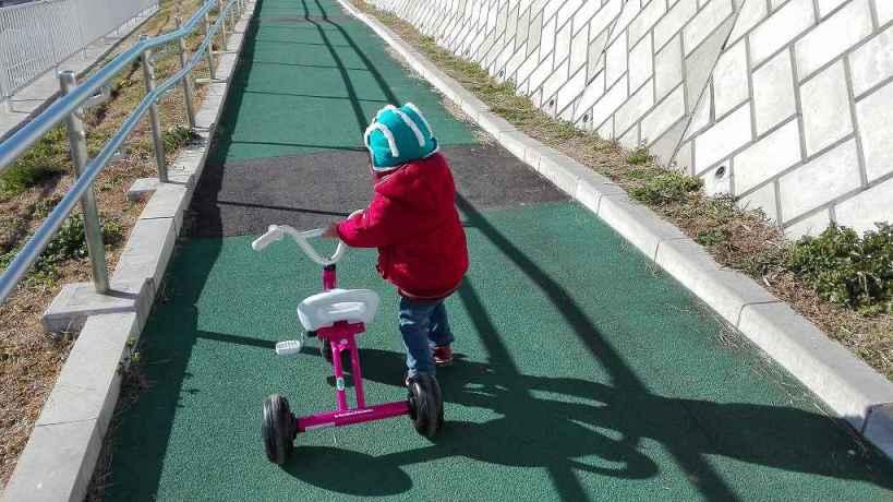 こゆたん2歳4ヶ月 三輪車