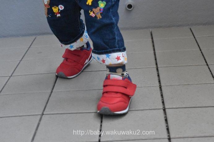 ミズノ タイニーランナー4 子供の足