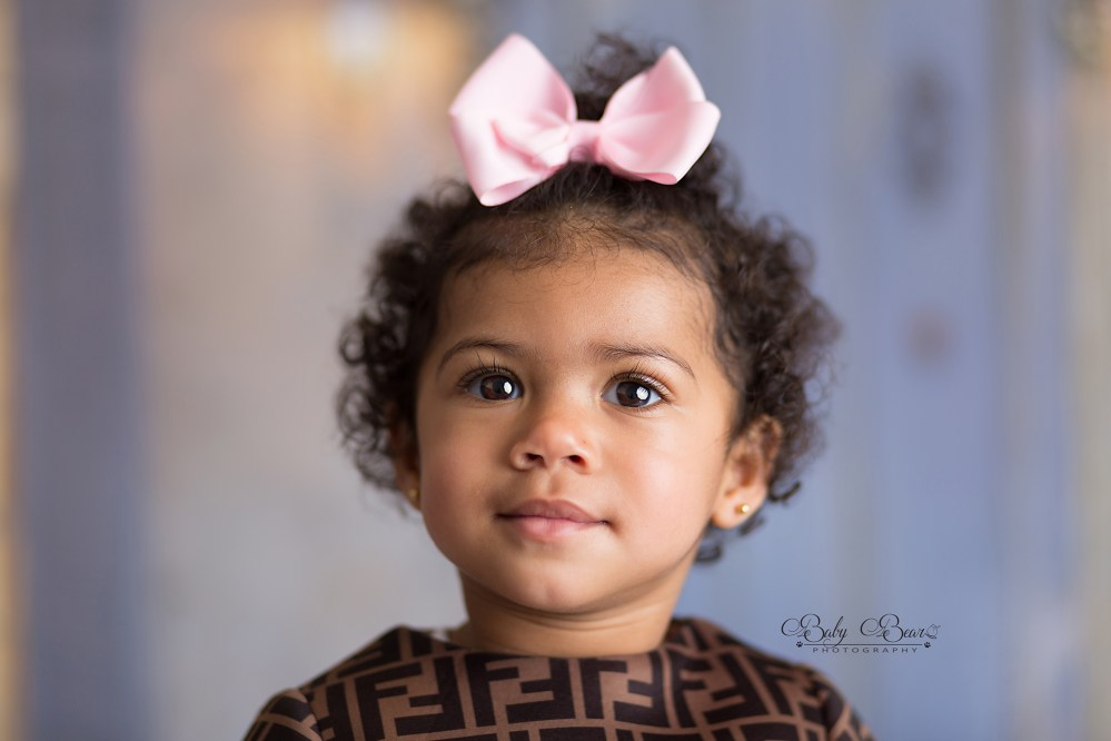 Christmas photoshoot with pretty girl with bow