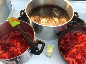canning strawberry jam