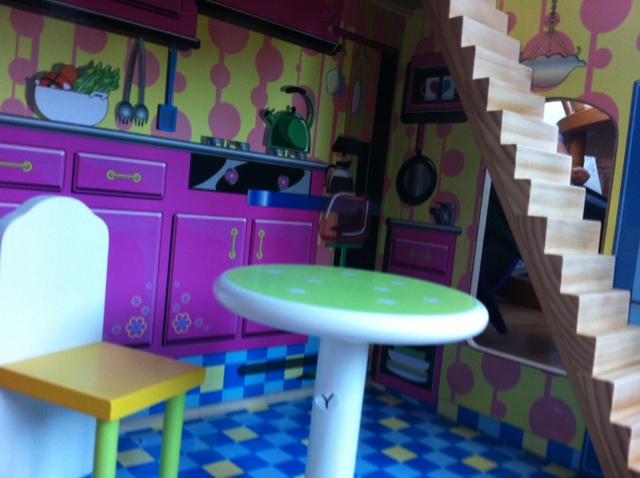 dollshouse kitchen, sinydoll kitchen, moxie doll kitchen