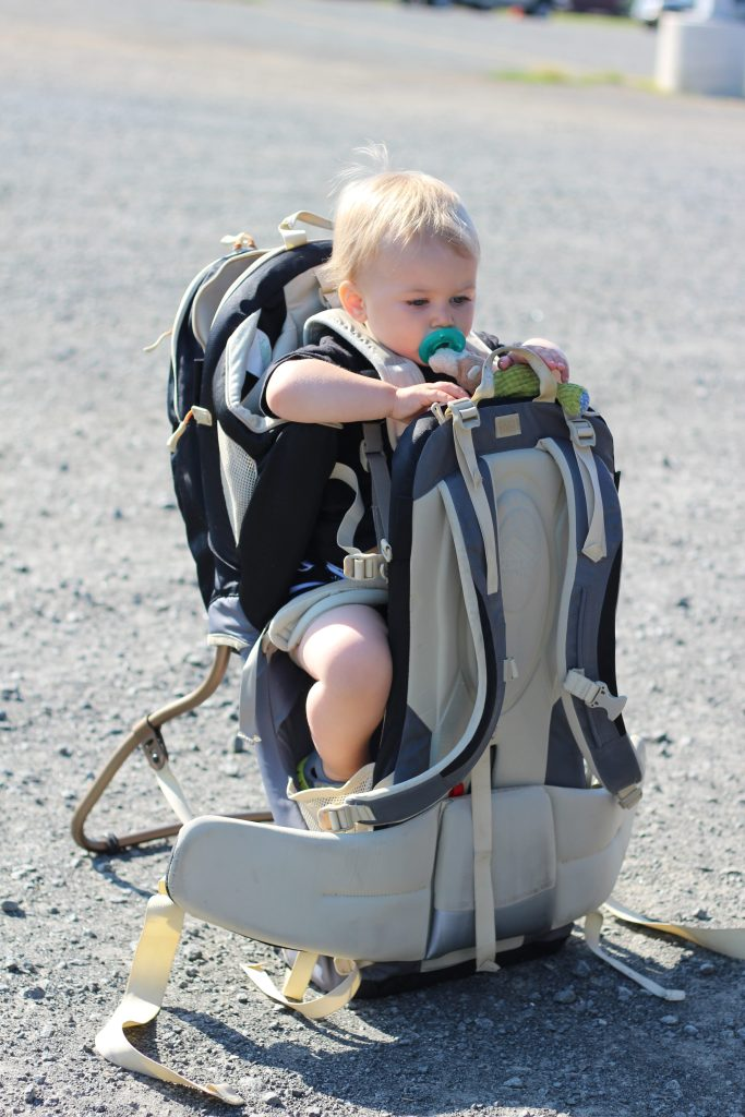 babywearing-hiking-backpack-floor