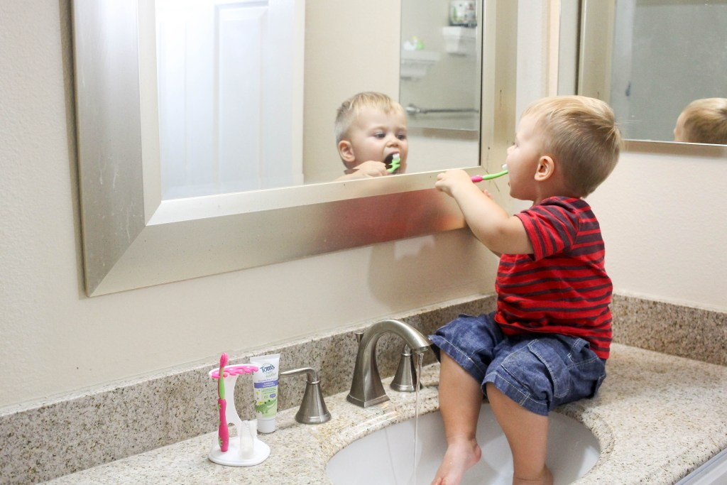 Toddler Teeth Brushing: Tips & Tricks