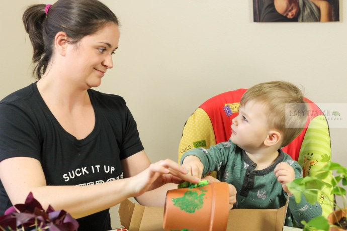 A Fun St Patricks Day Craft for Toddlers by popular DC mommy blogger Baby Castan on Board