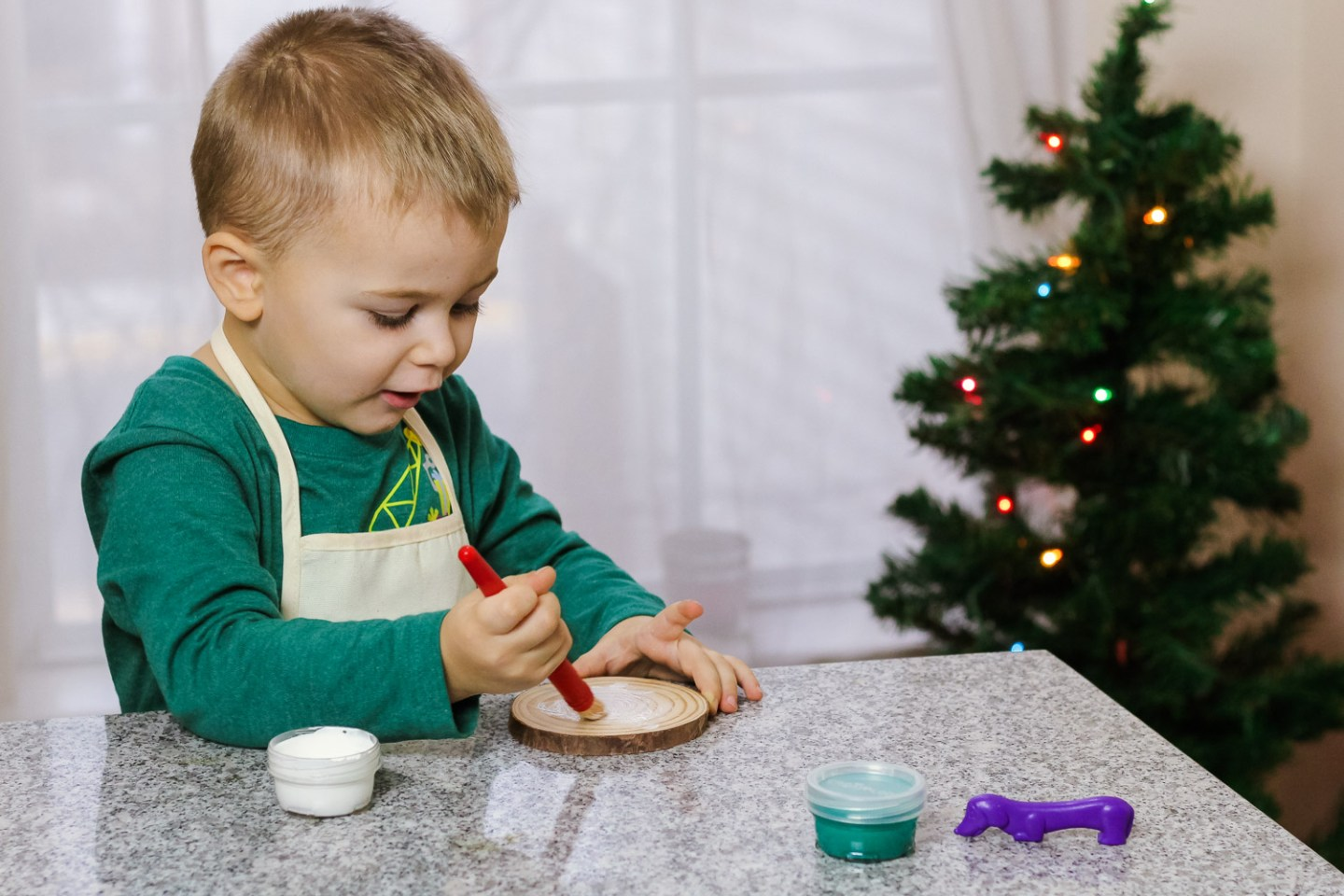 Toddler Christmas Ornaments_Toddler painting wood slice white