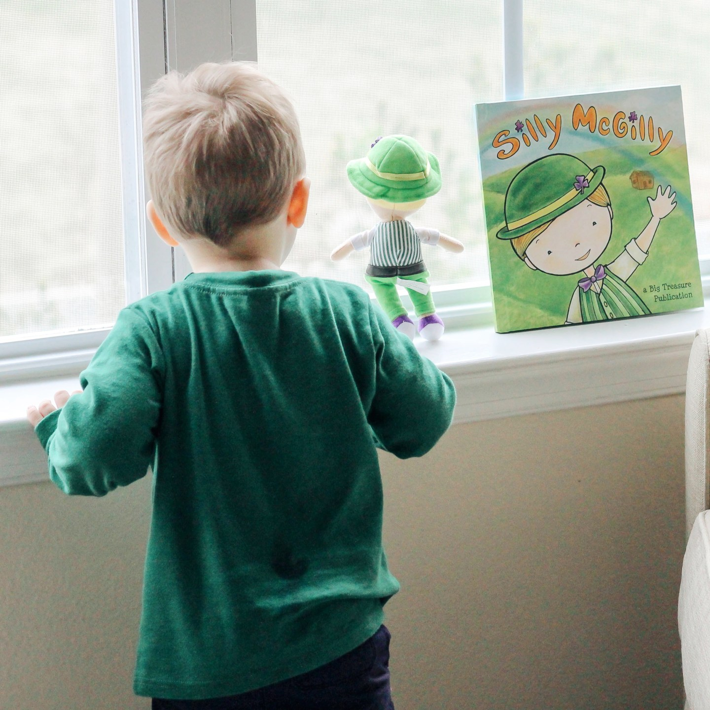 Top 5 St Patricks Day Books Your Toddler Will Love featured by top US mom blog, Baby Castan on Board