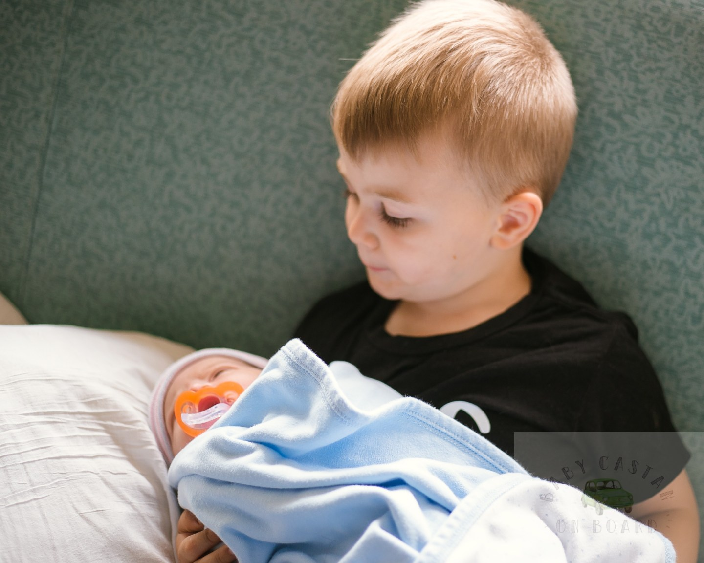 Tips for Introducing a Toddler to your Newborn Baby