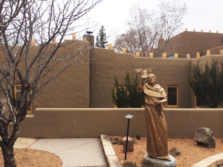 la posada santa fe statue