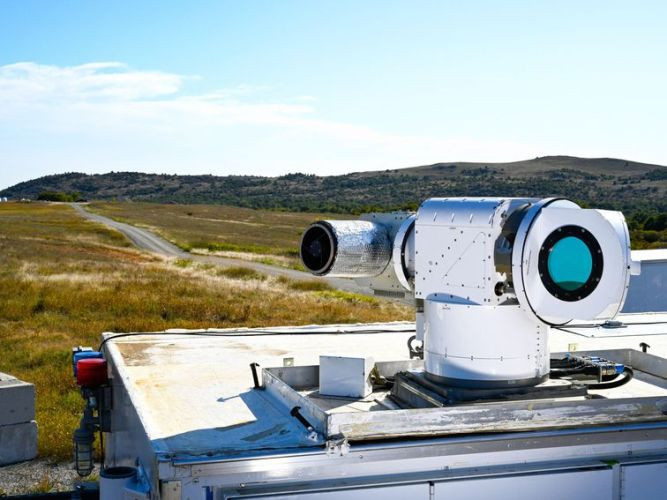 Air Force puts Lockheed Martin laser weapon to the test - CNET