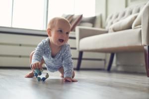 Quando o bebê começa engatinhar
