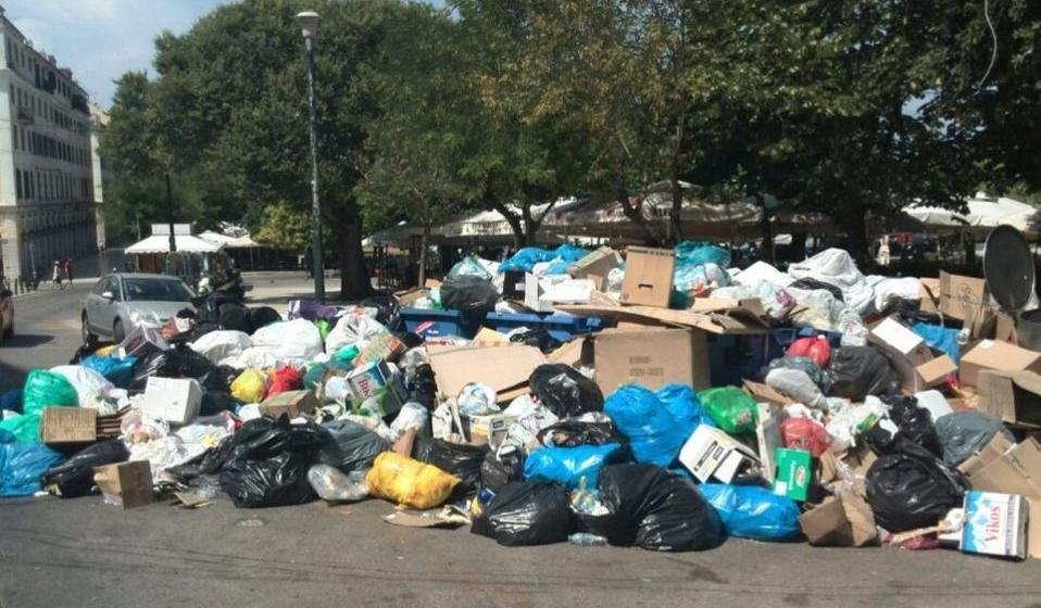 Waste piles up on Greek streets