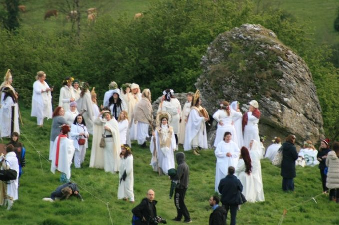 Women in White for the Fire Festival 2017 - The four Celtic festivals: between tradition and modernity