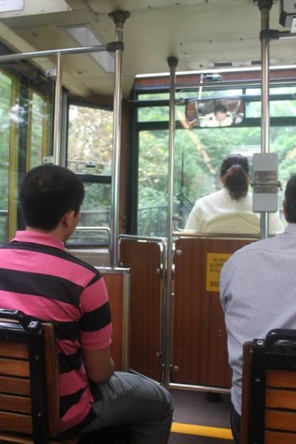 Di dalam Peak Tram