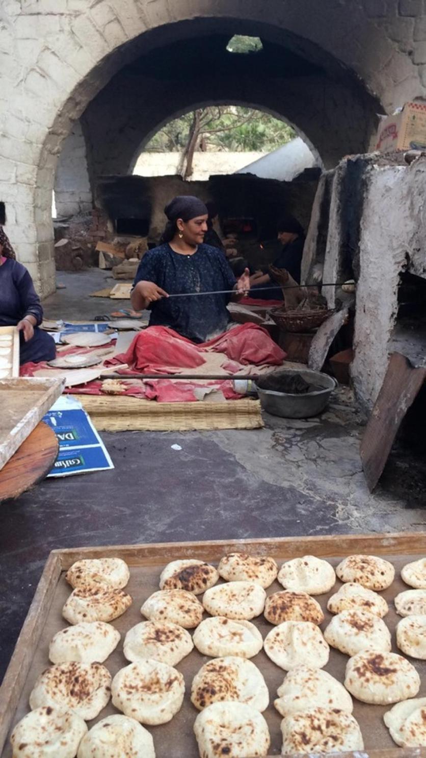 Para chef sedang membuat roti ishy