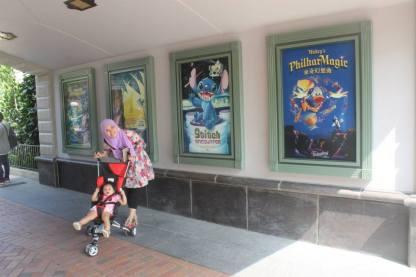 Area penuh poster film Disney