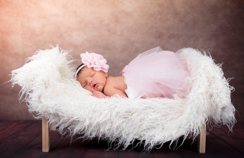 niña bebe recien nacida