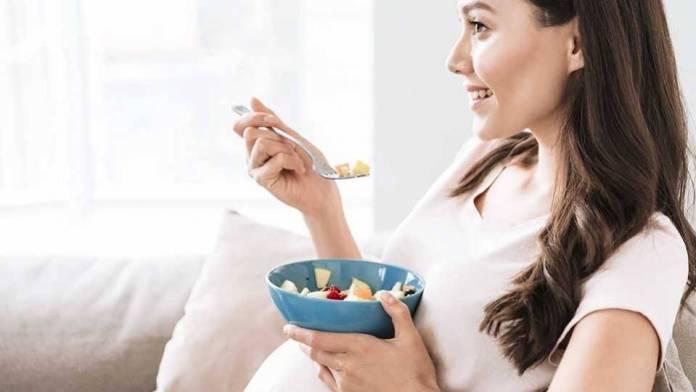 Image result for ibu sedang makan